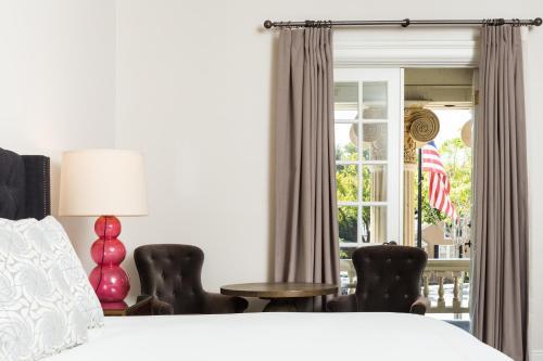 Hotel Ella Photo