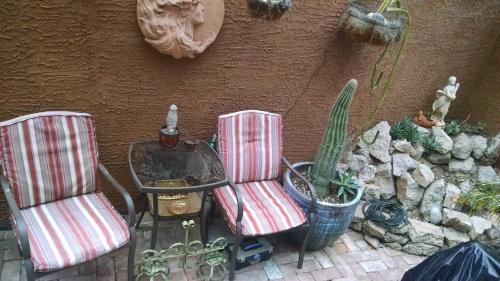 Don's Elegante Bed & Breakfast - Phoenix, AZ 85015