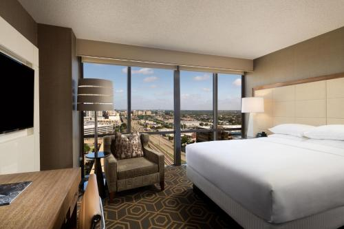 DoubleTree by Hilton Hotel Dallas Campbell Centre Photo