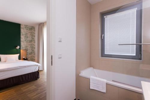GRIMM's Hotel Mitte photo 42