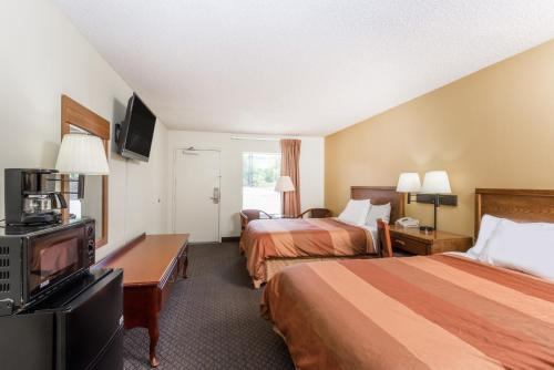 Days Inn By Wyndham Fort Payne - Fort Payne, AL 35967