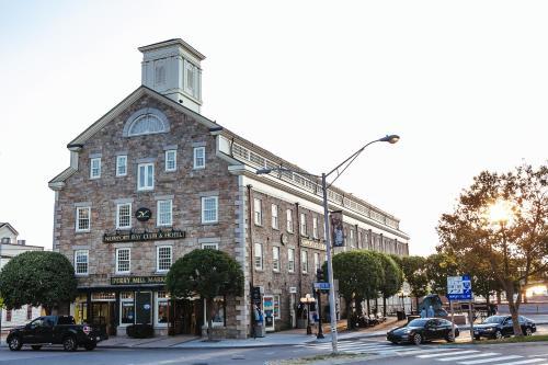 Newport Bay Club and Hotel Photo