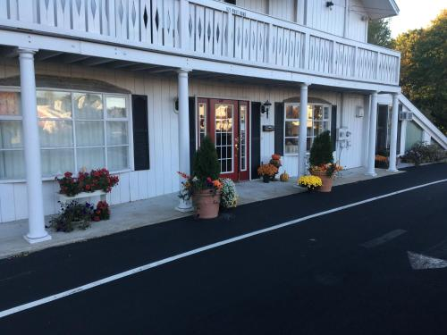 The Beach Rose Inn Photo