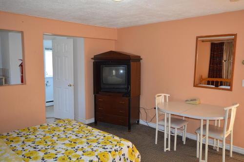 East Court Motel - Sarnia, ON N7W1A8