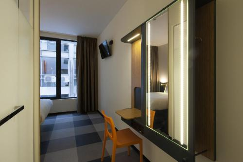 easyHotel Brussels City Centre photo 32