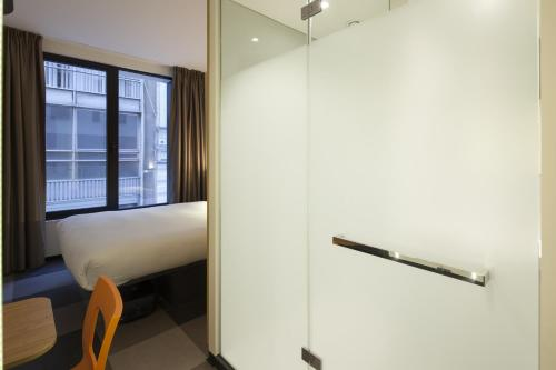 easyHotel Brussels City Centre photo 43