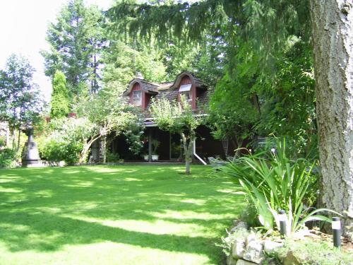 Garden House - Courtenay, BC V9N 4J4