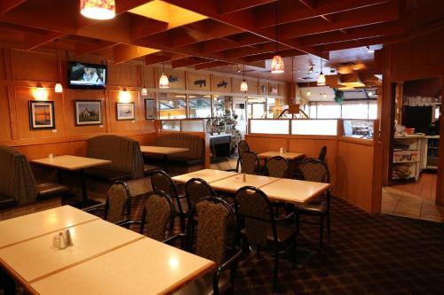Tamarack Motor Inn Photo