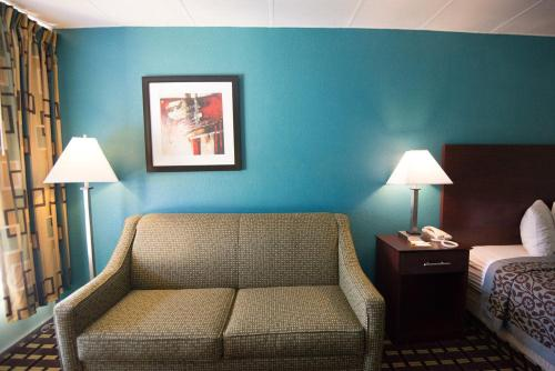 Days Inn By Wyndham Fort Wright Cincinnati Area - Fort Wright, KY 41011