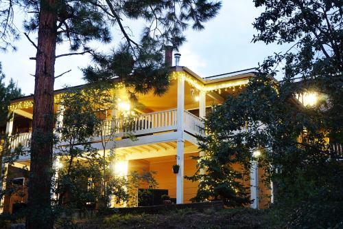 Sheridan House Inn- Adult Only Accommodation Photo