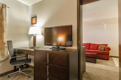 Comfort Inn & Suites Yorkton Photo