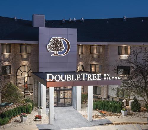 DoubleTree by Hilton Racine Harbourwalk Photo