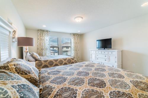 Contemporary Retreat - Kissimmee, FL 34747