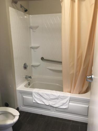 Ocean View Inn & Suites - Toms River, NJ 08753