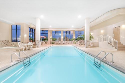 Howard Johnson By Wyndham Rapid City - Rapid City, SD 57701