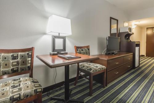 Comfort Inn & Suites Moose Jaw Photo