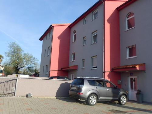 Two-Bedroom Apartment in Pula IV