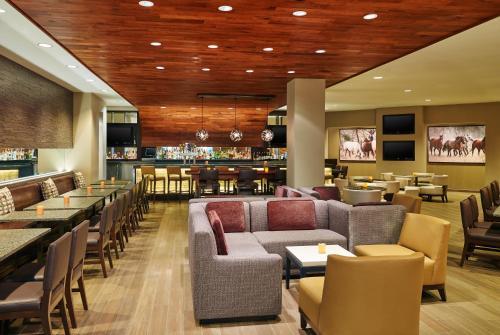 Hilton San Antonio Airport - San Antonio, TX 78216