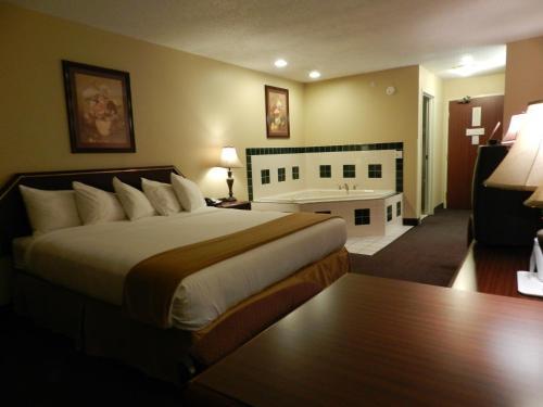 Luxury Inn & Suites Troy Photo