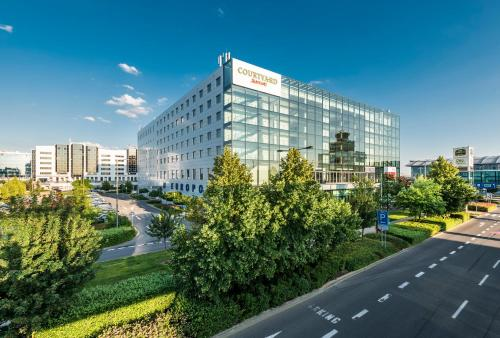Courtyard by Marriott Prague Airport impression