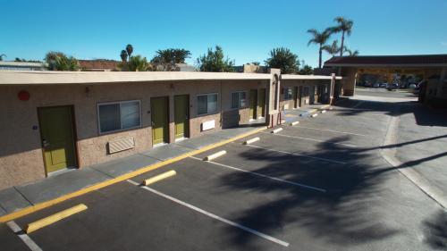 Tropic Lodge Photo