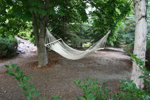 Quails Quest Bed & Breakfast - Kelowna, BC V1Z 3K4