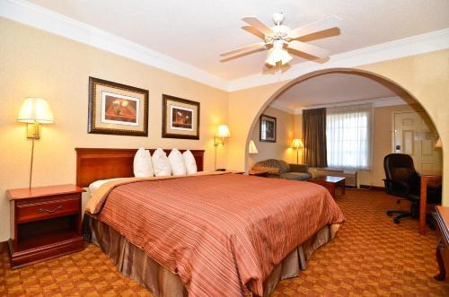 Peach State Inn & Suites - Hawkinsville, GA 31036