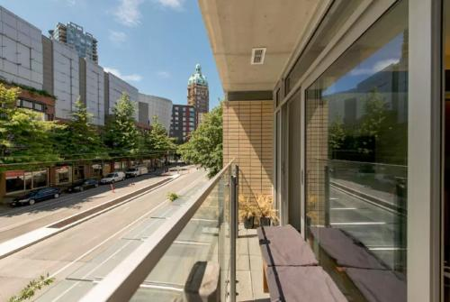 Open Concept Gastown Studio - Vancouver, BC V6B 0E5