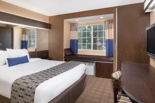 Microtel Inn and Suites Lafayette