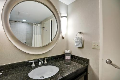 DoubleTree by Hilton Downtown Wilmington - Legal District Photo