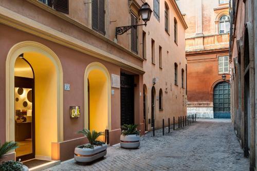 Via delle Colonnette, 22, 00186 Roma, Italy.