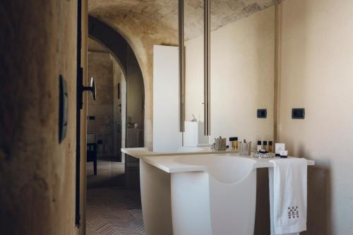 Via Sette Dolori, 39, Accesso da Via Fiorentini - Rione Sasso Barisano, 75100 Matera MT, Italy.