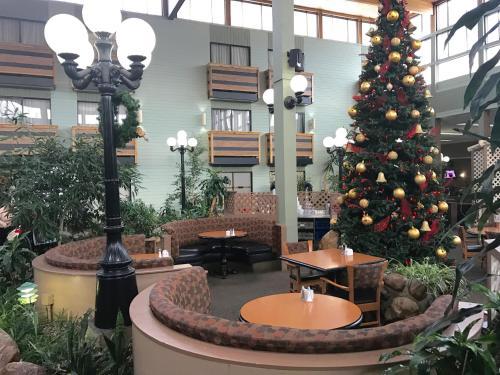Baymont Inn & Suites Red Deer Photo