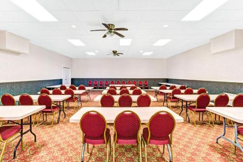 Ramada Murfreesboro Hotel Photo