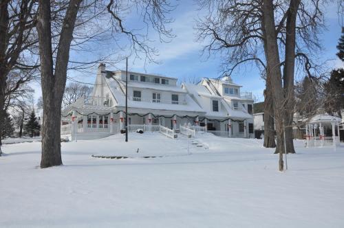 Chestnut Inn - Niagara Falls, ON L2E3G6