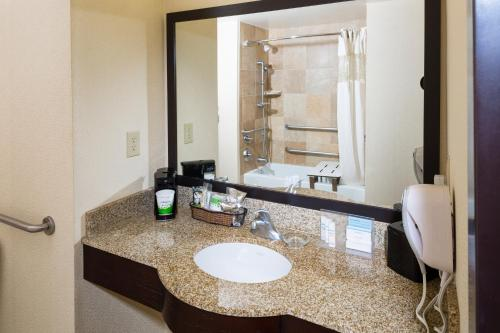 Hampton Inn & Suites Las Vegas South photo 13