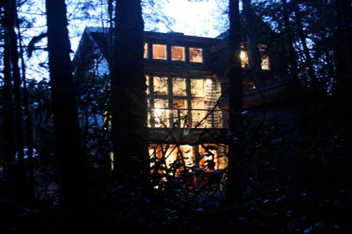 Coast And Toast Bed & Breakfast - Ucluelet, BC V0R 3A0