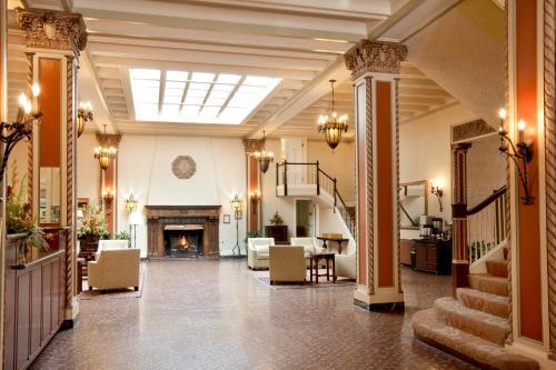 Cardinal Hotel Photo