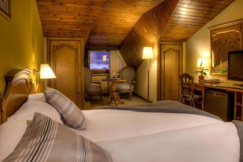 Habitación Doble Ático con entrada al spa El Castell De Ciutat - Relais & Chateaux 3