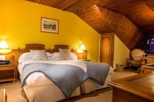 Habitación Doble Ático con entrada al spa El Castell De Ciutat - Relais & Chateaux 2