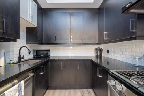 Applewood Suites - The Trinity Loft - Toronto, ON M6J 1G3