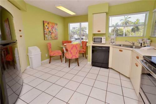 Vista Verde East - Two Bedroom Condo - 6-247 - St Petersburg, FL 33715