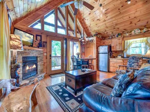 Artistic Mountain - Two Bedroom Home
