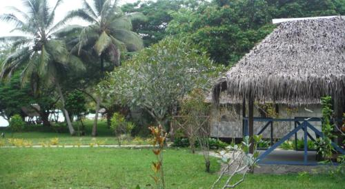 Bamboo Bungalows Lonnoc Photo