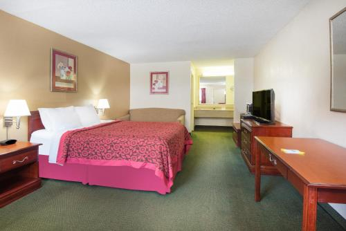 Days Inn Cleveland Airport South Photo