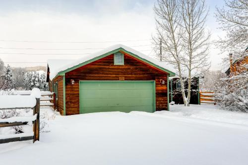Two-bedroom House On The Blue River - Frisco, CO 80498