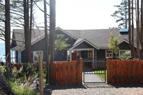 Melfort Bell Guest Suites - Ucluelet, BC V0R 3A0