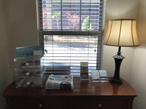 Country Inn & Suites by Radisson, Dalton, GA Photo