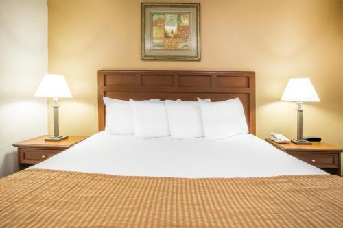 Baymont Inn & Suites Mobile Photo