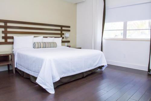 Dorchester Hotel & Suites Photo
